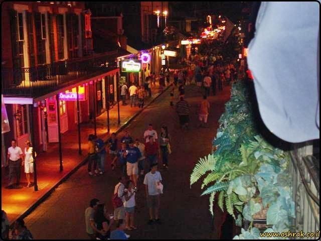 רחוב בורבון בלילה ניו אורלינס Bourbon Street at night New Orleans 2