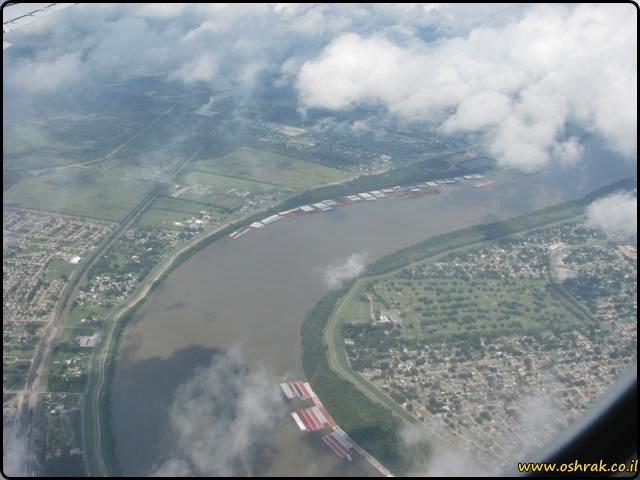 נהר המיסיסיפי - מבט מהמטוס The Mississippi River - view from the airplane