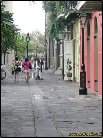 סימטת הפיראטים ניו אורלינס Pirates Alley New Orleans
