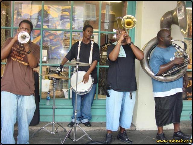 להקת רחוב בניו אורלינס A street band in New Orleans