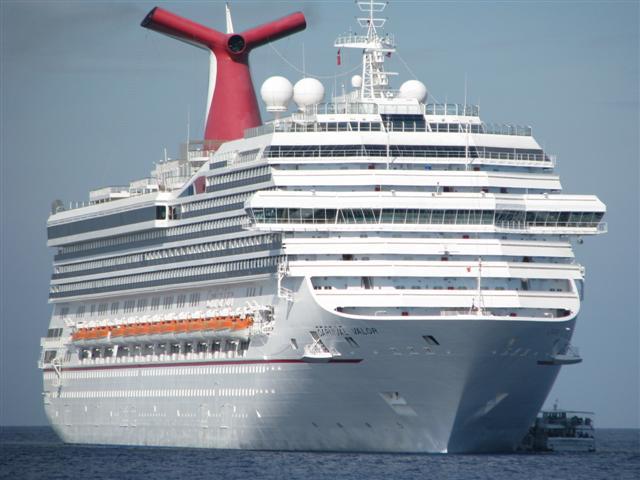 קרוז לאיים הקריביים - האוניה מבחוץ