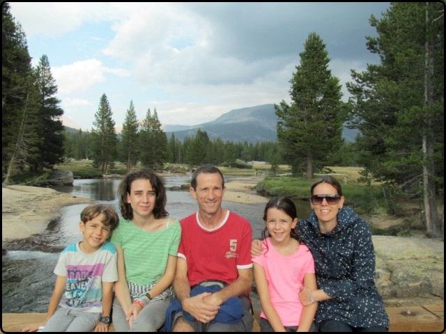 משפחת נחמקין עם קרוואן בדרום מזרח ארצות הברית