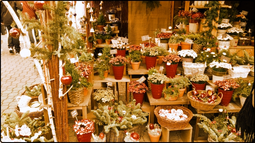 Budapest Christmas Market Vörösmarty tér | זרי פרחים מקרמיקה בכיכר וורסמרטי