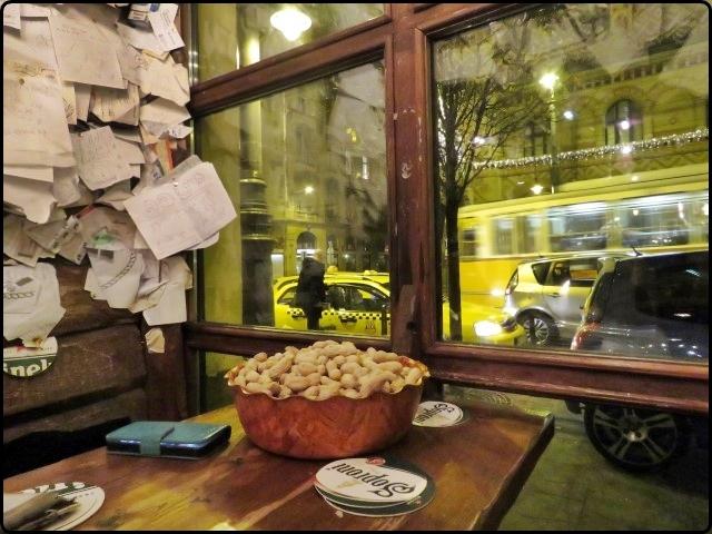 קליפות בוטנים על הרצפה | Budapest - For Sale Pub