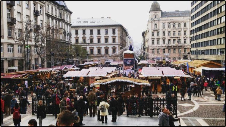 Budapest - St. Stephen's Basilica market | בודפשט - השוק בכנסיית סנט סטפן