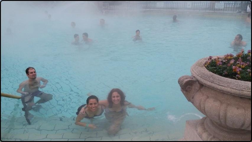 Bodapest - Széchényi Spa - outside pool | בודפשט - הבריכה החיצונית במרחצאות סצ'ני - נשארנו מעל 3 שעות