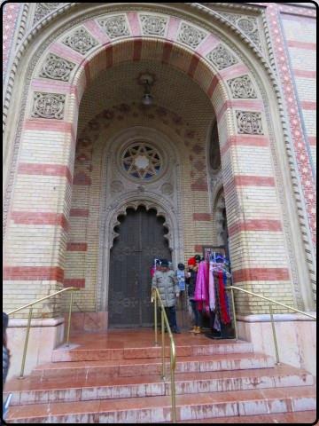 Busapest - Dohány utcai Zsinagóga - outside | הכניסה לבית הכנסת