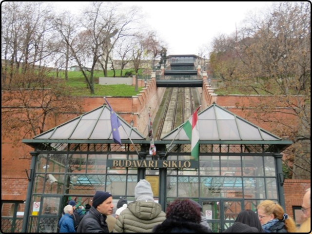 Busapest -Siklo - Budapest Castle Hill Funicular | בודפשט - פוניקולור קרונית עתיקה