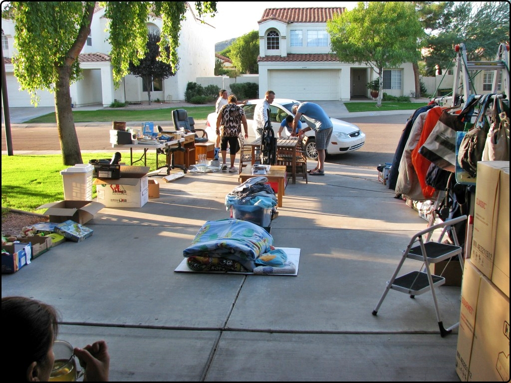 Garage Sale | מכירת חצר (גראג' סייל)