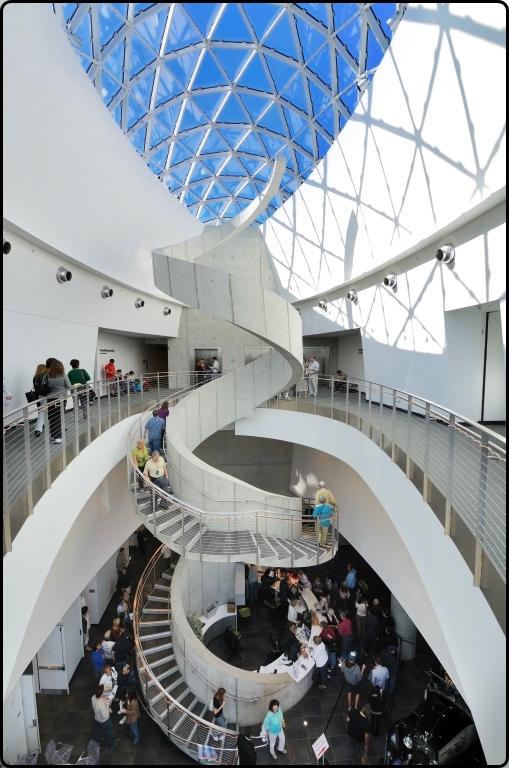 פלורידה מוזיאון דאלי בסנט פטרסבורג | Florida The Dali Museum in St. Petersburg - Photo by Hackman at Depositphotos