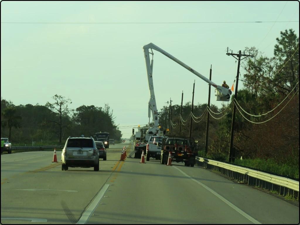 פלורידה - Tamiami Trail מתקנים את החשמל