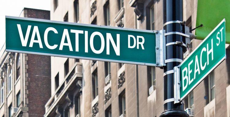 שלט vacation בפינת רחוב בניו יורק - גרפיקסטוק