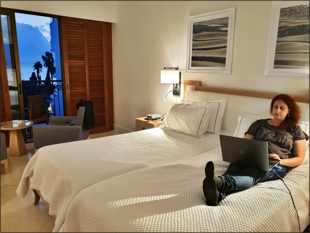 אושרה קמחי - על המזוודות. מלון אנאבל פאפוס קפריסין Hotel Anabel Paphos Cyprus 8