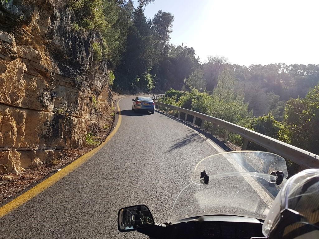 אושרה קמחי - על המזוודות. טבע ונופים בישראל - כביש 1 בדרך לירושלים
