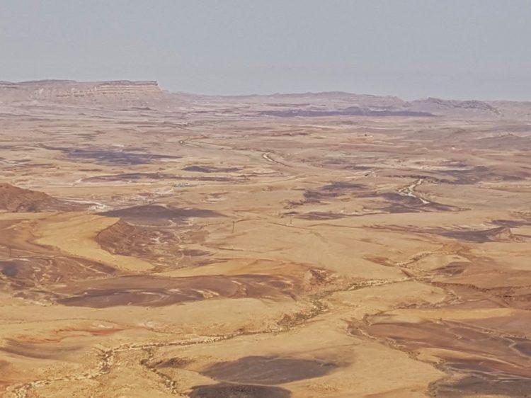 אושרה קמחי - על המזוודות. טבע ונופים בישראל - מכתש רמון