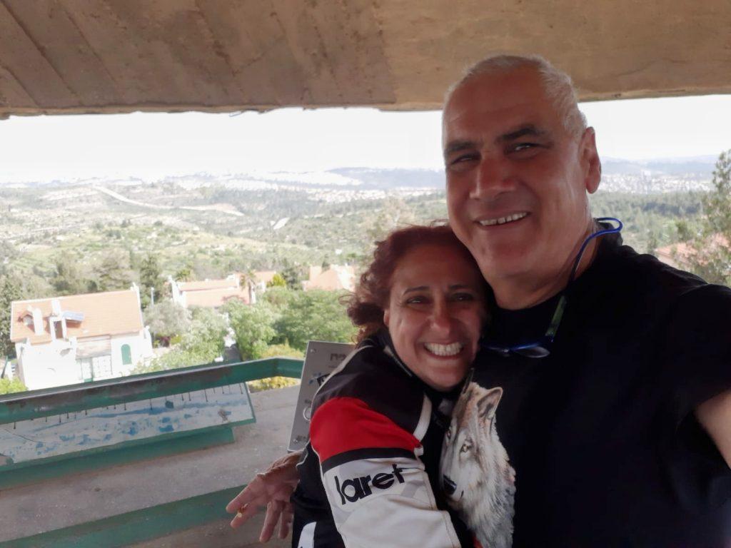 אושרה קמחי - על המזוודות. טיול אופנועים בישראל - גבעת הרדאר