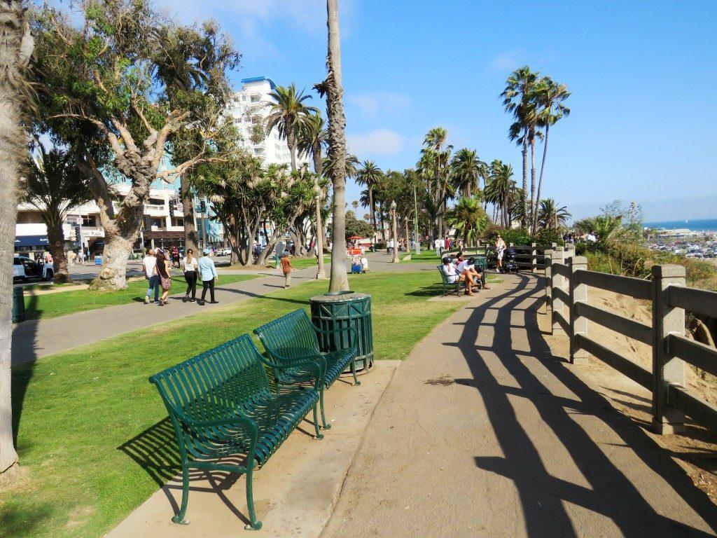 אושרה קמחי - על המזוודות. לוס אנג'לס אטרקציות - חופי סנטה מוניקה