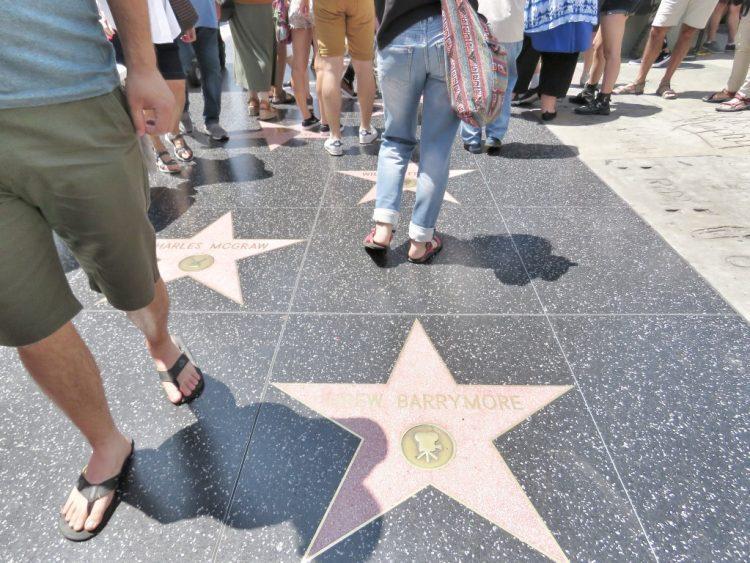 אושרה קמחי על המזוודות - לוס אנג'לס עם המשפחה -שדרת הכוכבים בהוליווד - Hollywood Walk of Fame