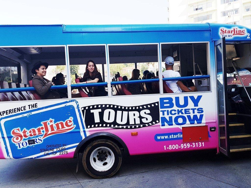אושרה קמחי על המזוודות - לוס אנג'לס עם הילדים - סיור בתי מפורסמים בלוס אנג'לס Hollywood Celebrity Homes Tour