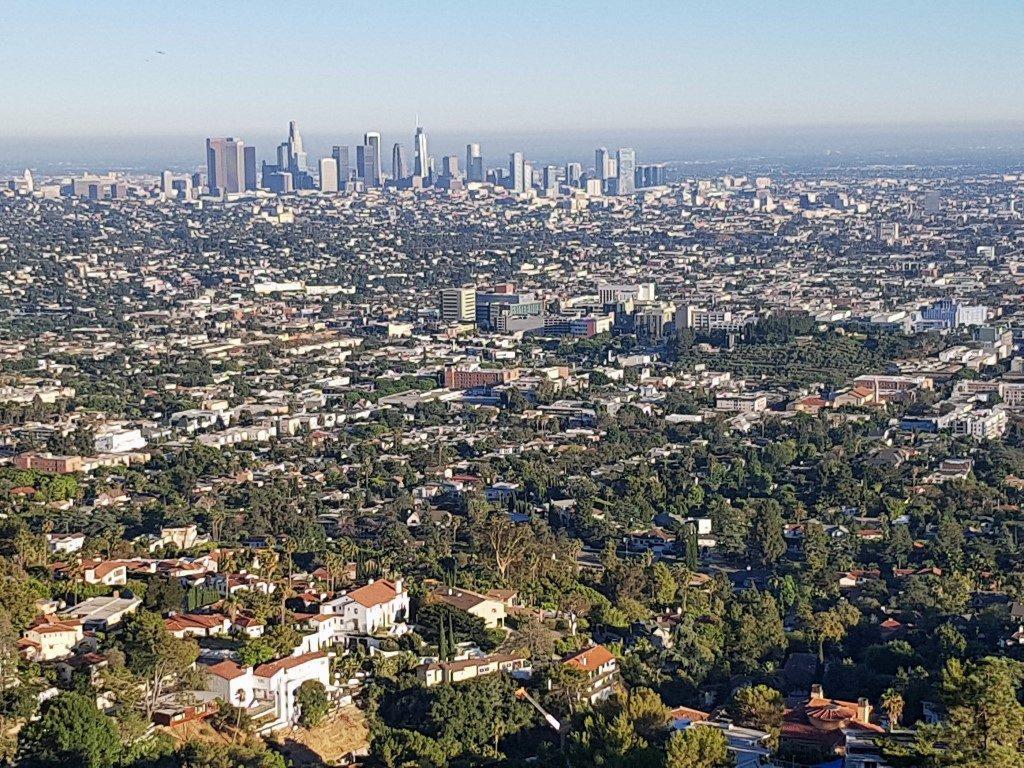 אושרה קמחי על המזוודות - לוס אנג'לס עם הילדים - Griffith Observatory