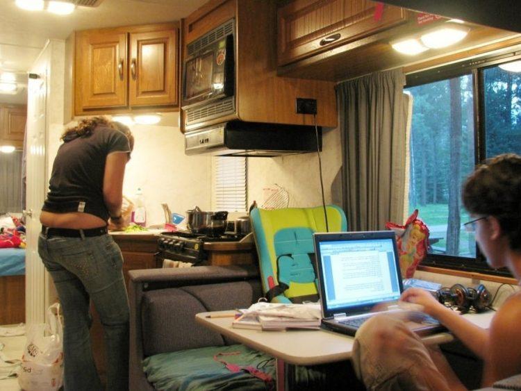 על המזוודות - טיול בקרוואן בארצות הברית - איך לבשל בקרוואן