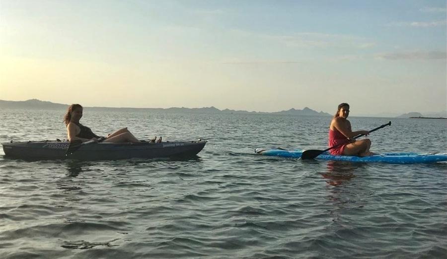 אושרה קמחי - חופים במקסיקו - שייט קייאקים בזריחה Tierra Marina Tours