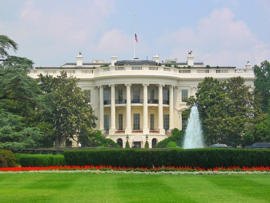 על המזוודות - הבית הלבן וושינגטון